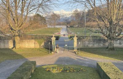 Blick aus der Loggia in Richtung Bonstettenpark und Thunersee. Foto: Buchgezwitscher.ch