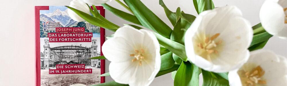 Buchcover mit weissen Tulpen im Vordergrund